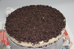 Kek di keluarkan dari loyang ready untuk potong..