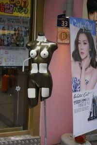 Tengok ni sampai ke situ pun nak pakai mask ke..? Ohh org Korea..