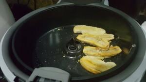 Pisang sy sedang dimasak.. Hanya lapkan dgn 5 titis minyak supaya jadi pisang goreng..