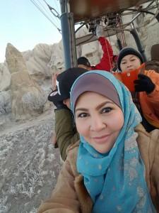 Hilang gayat selfie kejap.. Kami turun sekejap jjer supaya dekat dgn gunung2.. SAMBIL MEMERHATIKAN DRI ATAS INDAHNYA CIPTAAN ALLAH..