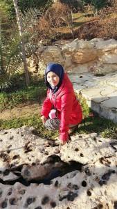 Dr celah2 batu keluarnya air jernih diatas gua Ashabul Khafi. He he Muka tak mandi semua org pergi lawatan.