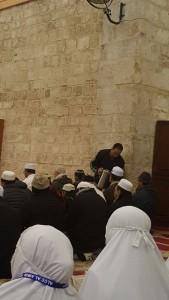 Masa subuh jumaat org2 Islam Palestin tetap mahu bersedekah dn meraikan hari jumaat. Tengok dia bg teh.